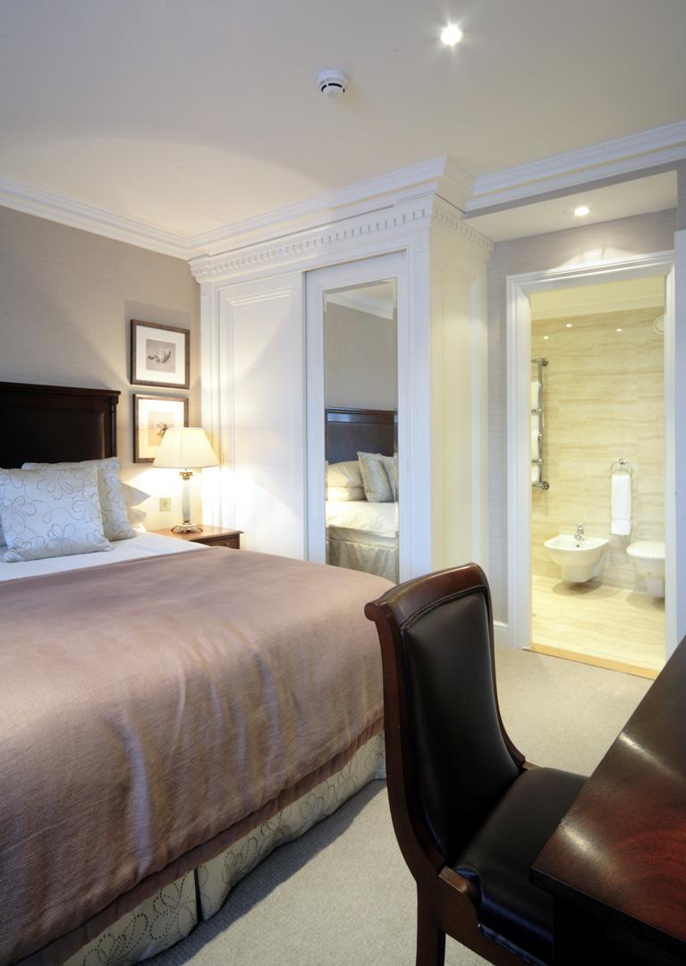 En-suite at 148 Cheval Brompton Road, Knightsbridge, London