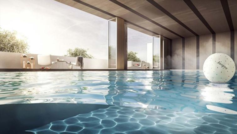 Swimming pool at Jasper Apartments