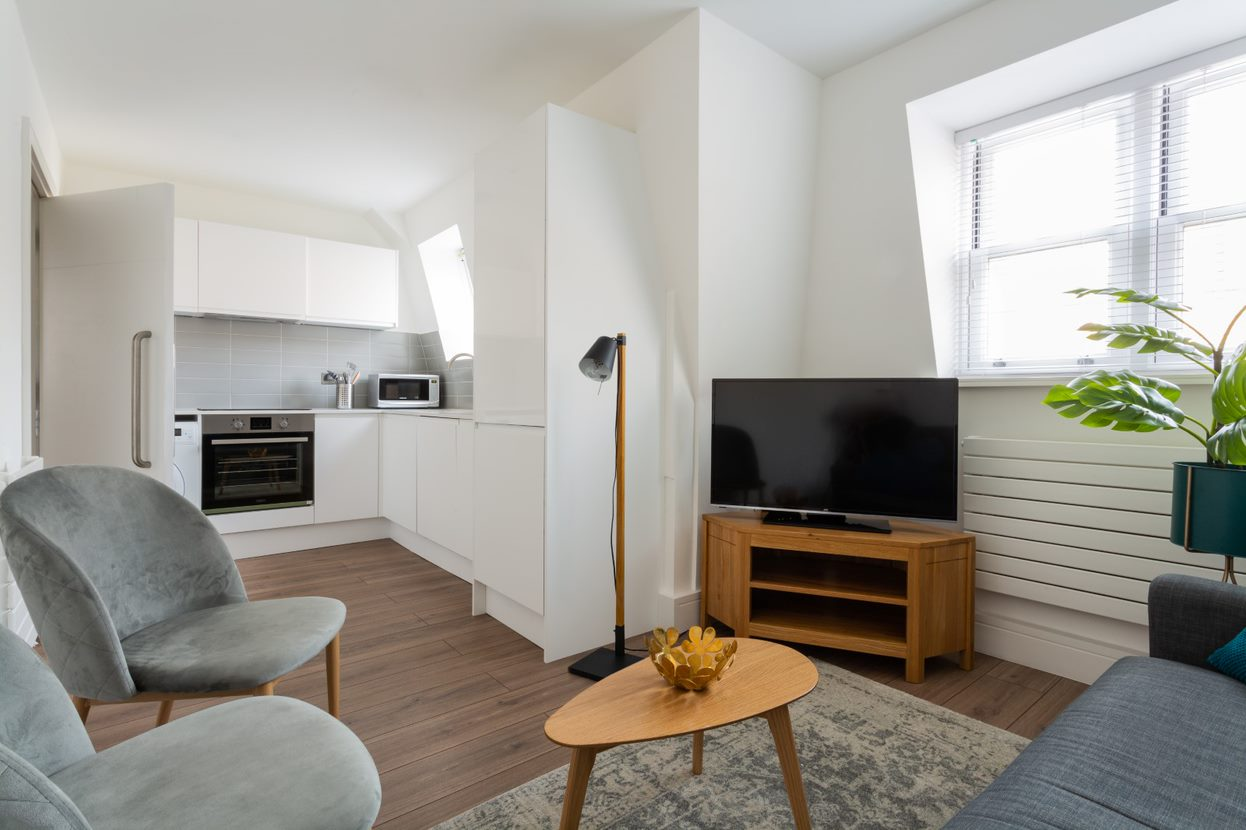 TV at Flying Butler Vincent Square Apartments, Victoria, London