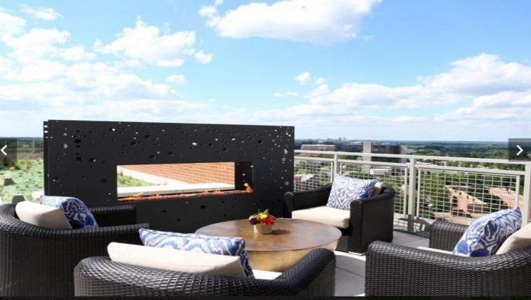 Rooftop deck at Gallery Bethesda Apartments