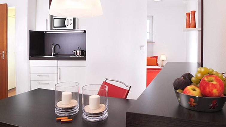 Dining area at Frederics Smart Hohenzollernplatz Apartments