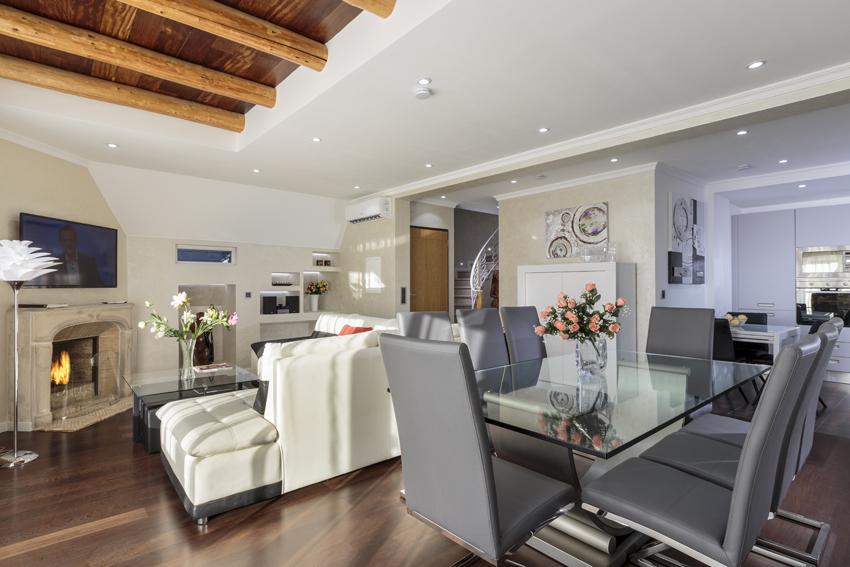 Open-plan living area at Villa Vinicia Apartments