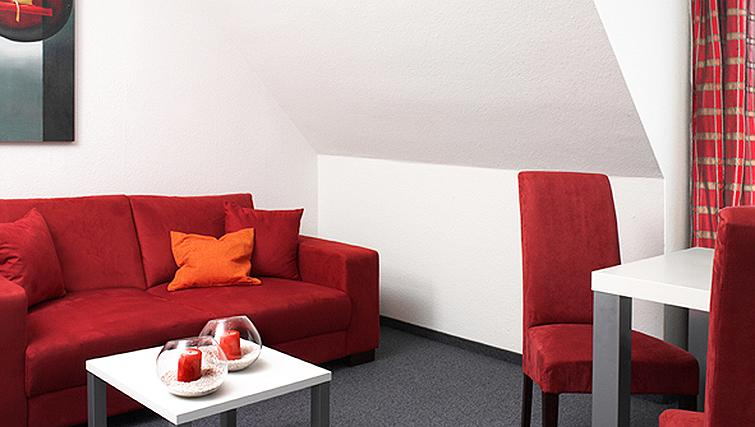 Warm living area in Frederics Smart Dantestrasse Apartments