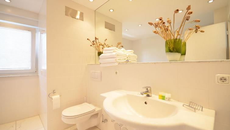Bright bathroom at City Apartments Frankfurt