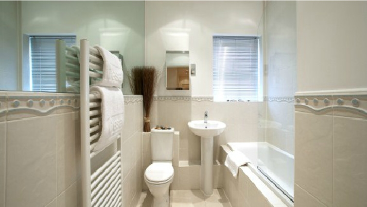 Ideal bathroom at Old College Road Houses
