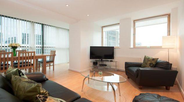 Living room at Pinnacle Apartments