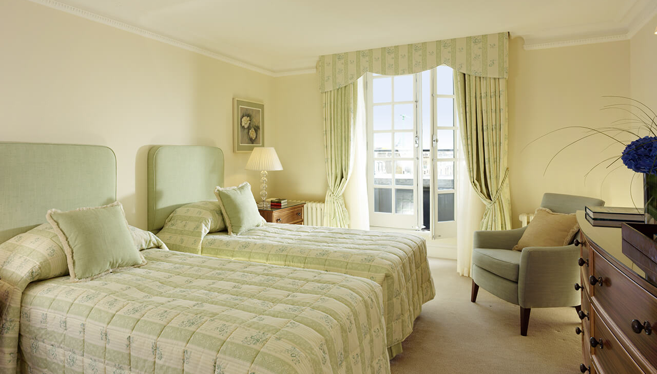 Twin beds at Cheval Hyde Park Gate