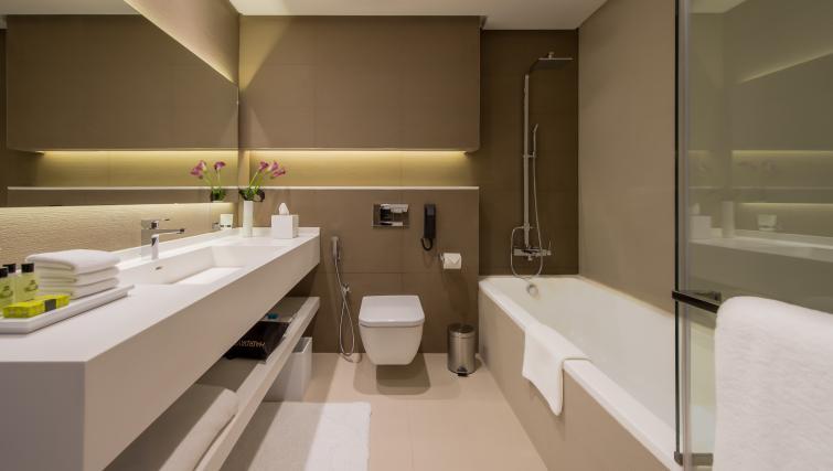 Bath at InterContinental Dubai Marina