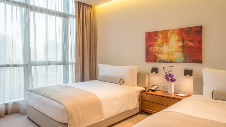 Twin beds at InterContinental Dubai Marina