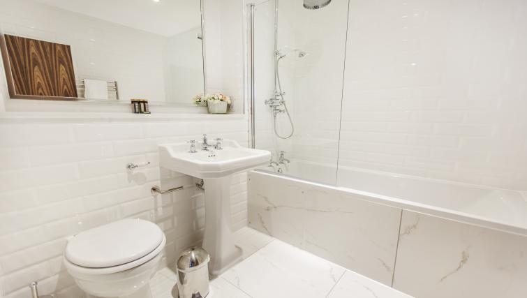 Pristine bathroom at City Stay Apartments Centro