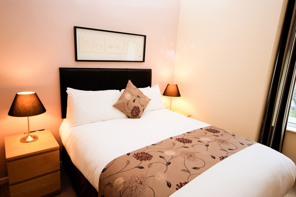 Double bed at Printworks Apartment