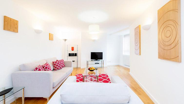 Living area at Kew Bridge Court Furnished Apartments