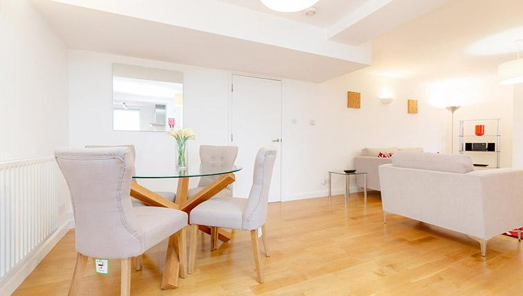 Dining table at Kew Bridge Court Furnished Apartments