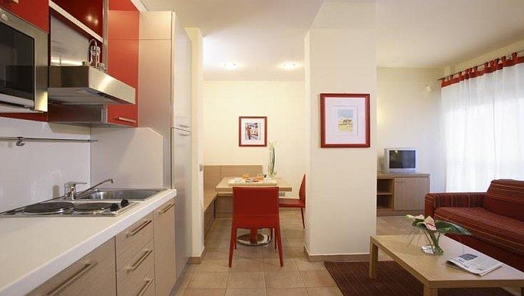 Minimalist kitchen in Residence I Triangoli
