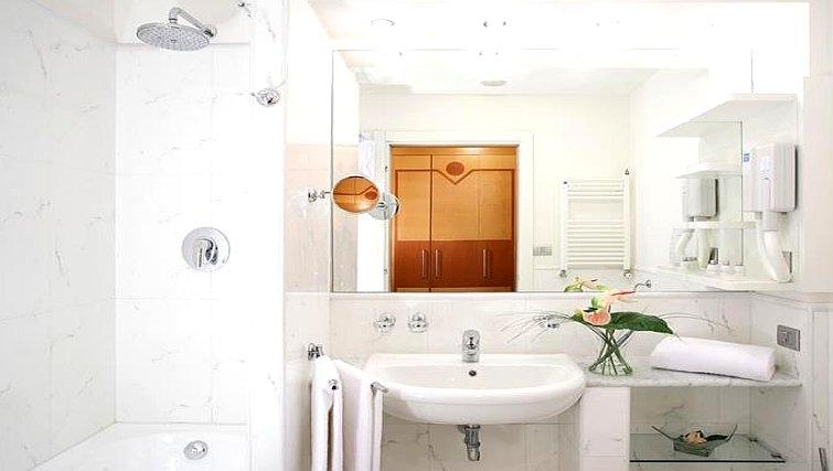 Pristine bathroom in Residence I Triangoli