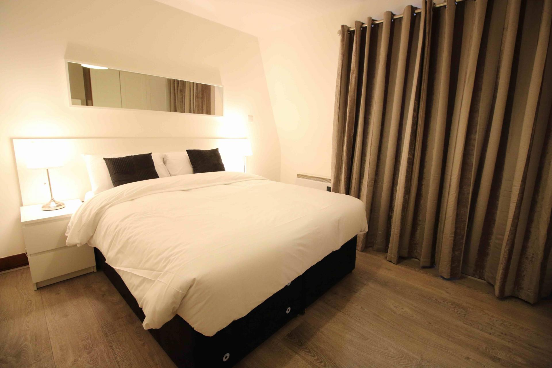 Double bed at O'Connell Bridge Apartments, Centre, Dublin