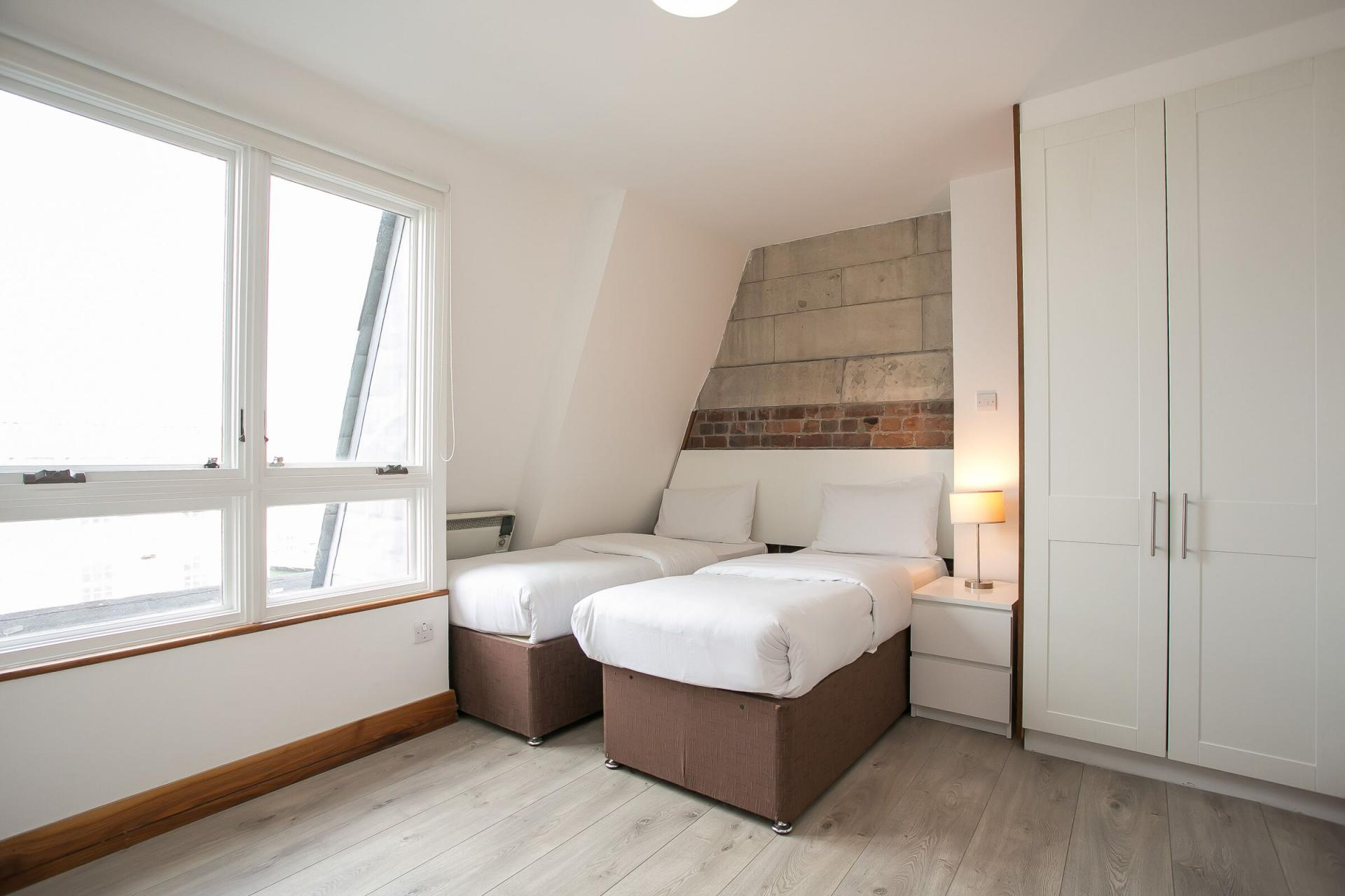 Twin beds at O'Connell Bridge Apartments, Centre, Dublin