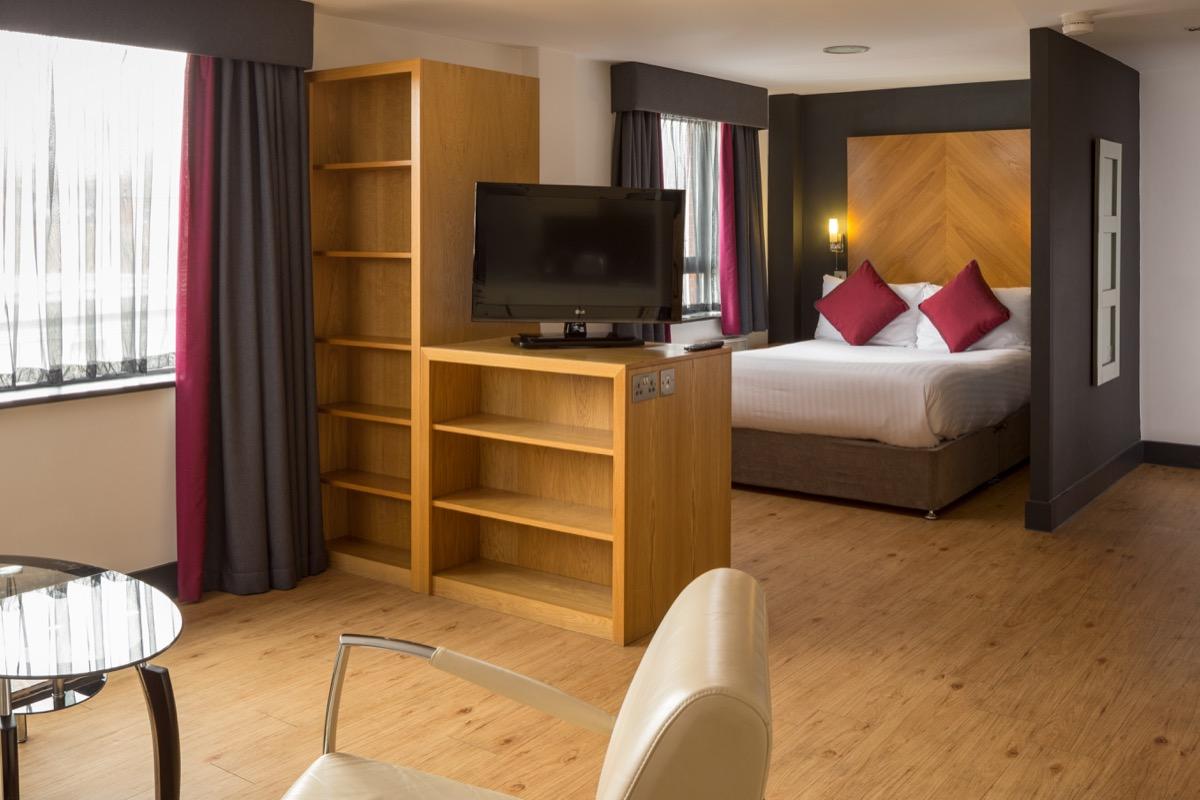 Roomzzz Leeds City West Apartments - SilverDoor
