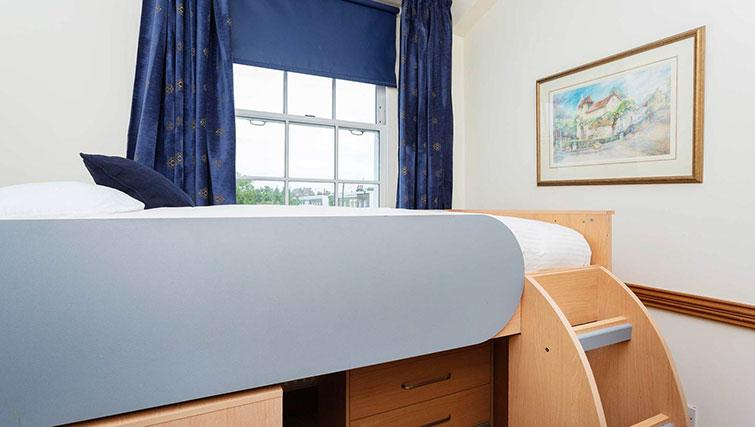Single bed at Englefield Road House