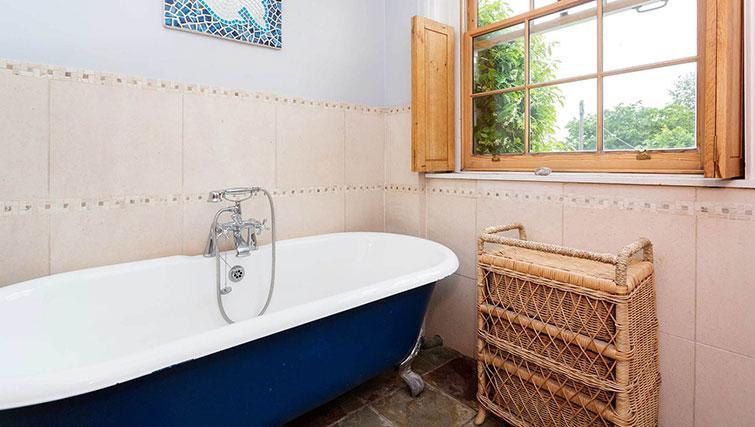 Bath at Englefield Road House