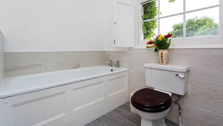 Bath & WC at Englefield Road House
