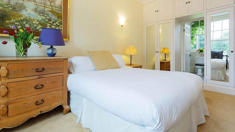 Double bed at Englefield Road House