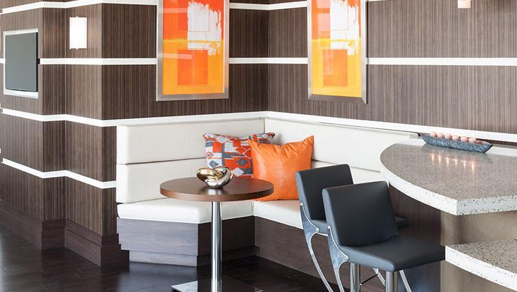 Dining area at Bainbridge Bethesda Apartments