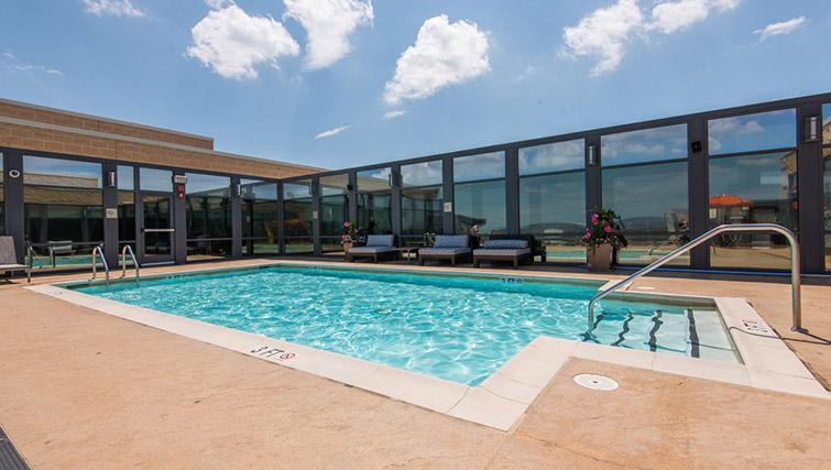 Swimming pool at Metropolitan Park Apartments