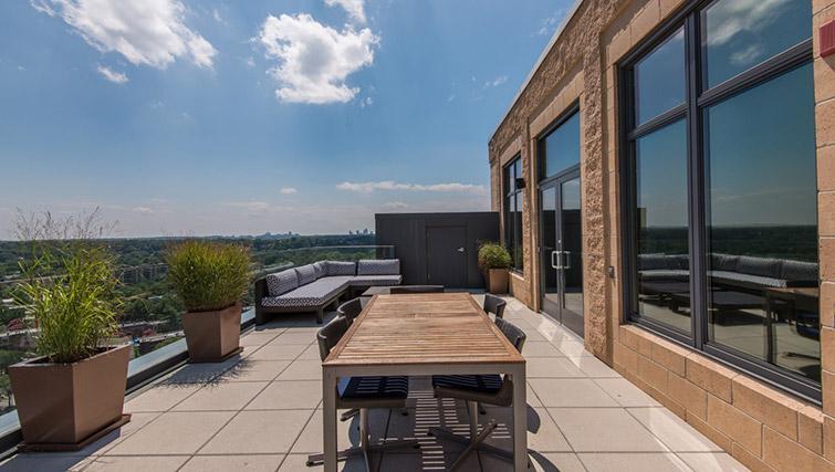 Roof deck at Metropolitan Park Apartments