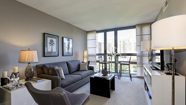 Living area at Metropolitan Park Apartments