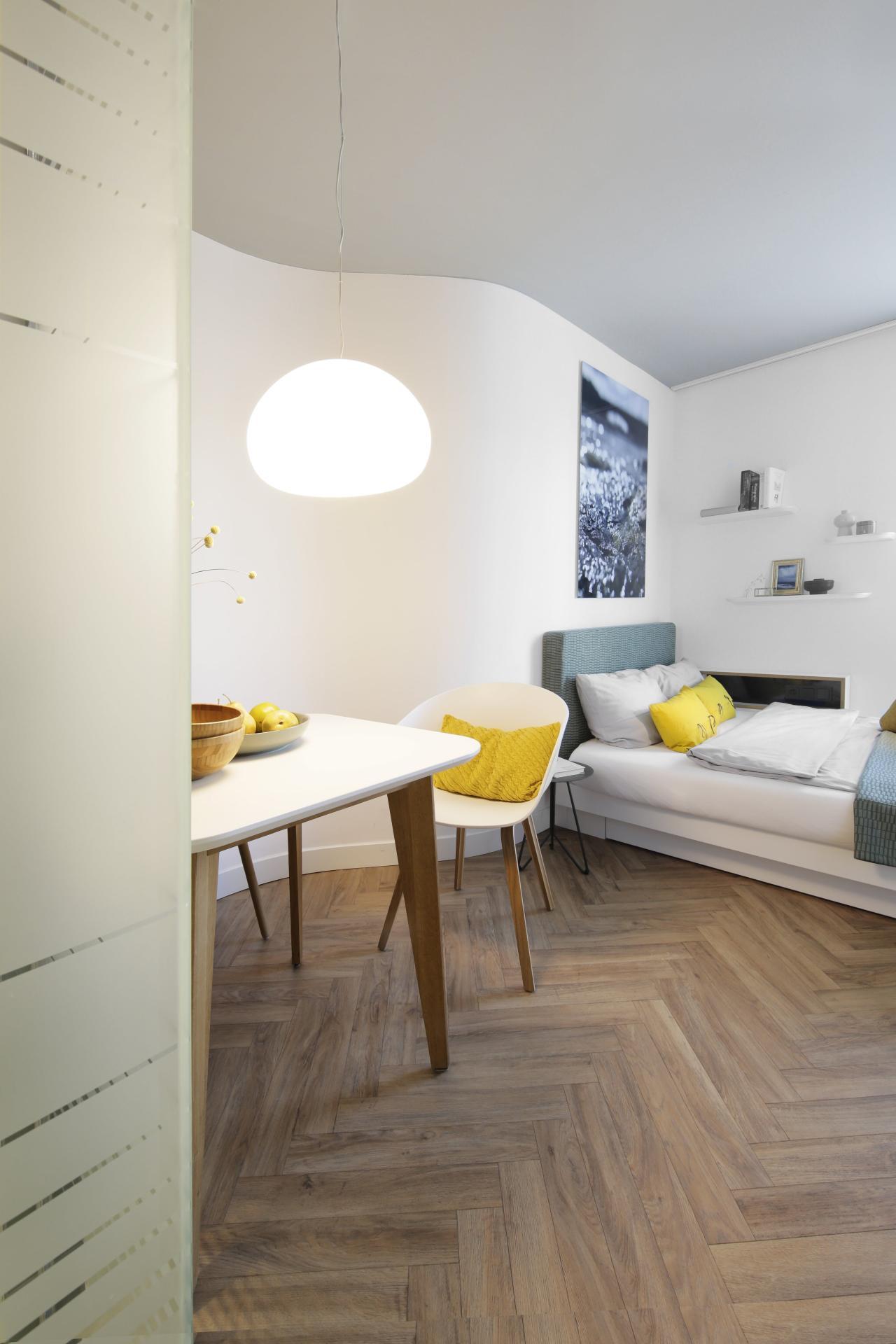 Work desk at Smartments Munich Apartments, Schwabing-West, Munich