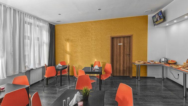 Breakfast room at City Residence Łodź