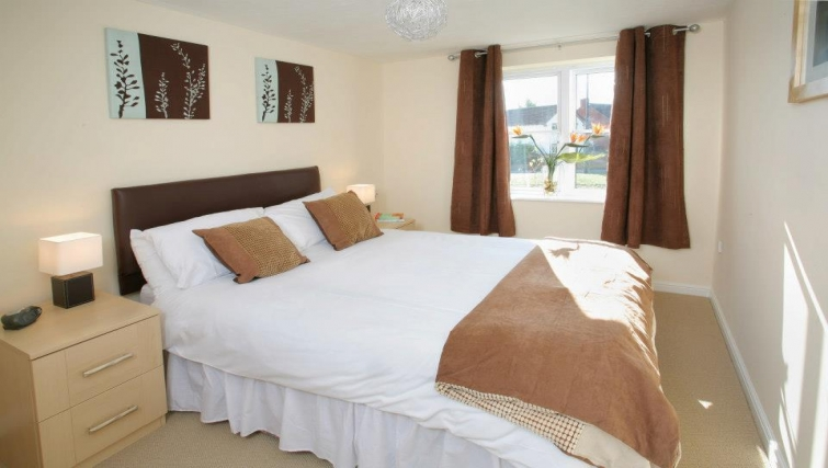 Bright bedroom in Orchard Gate Apartments