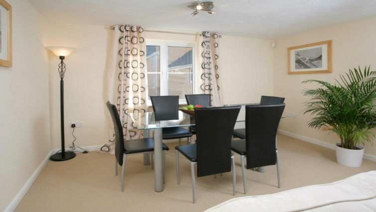 Charismatic dining area in Orchard Gate Apartments