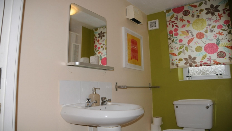 Memorable bathroom in Orchard Gate Apartments
