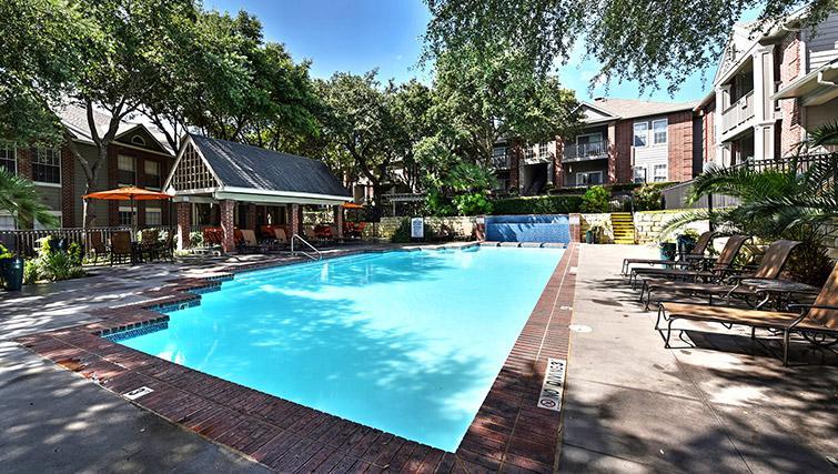 Swimming pool at Walkers Ranch Apartments