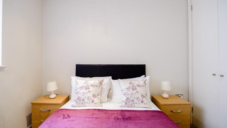 Bed at Flying Butler Holborn Apartments