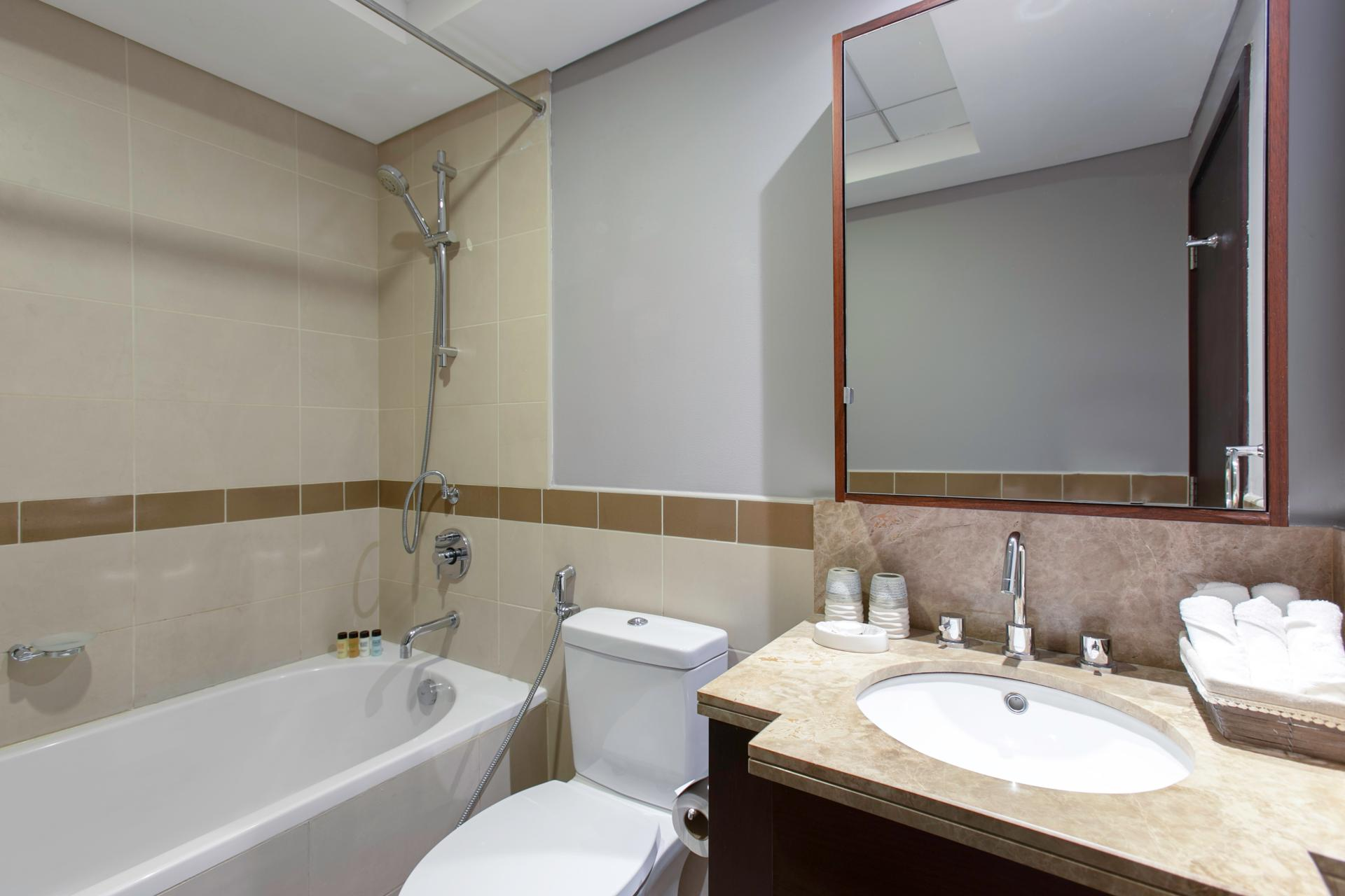 WC at DIFC Index Tower Apartment