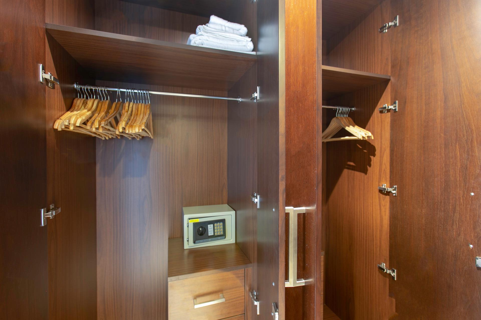 Wardrobe at DIFC Index Tower Apartment