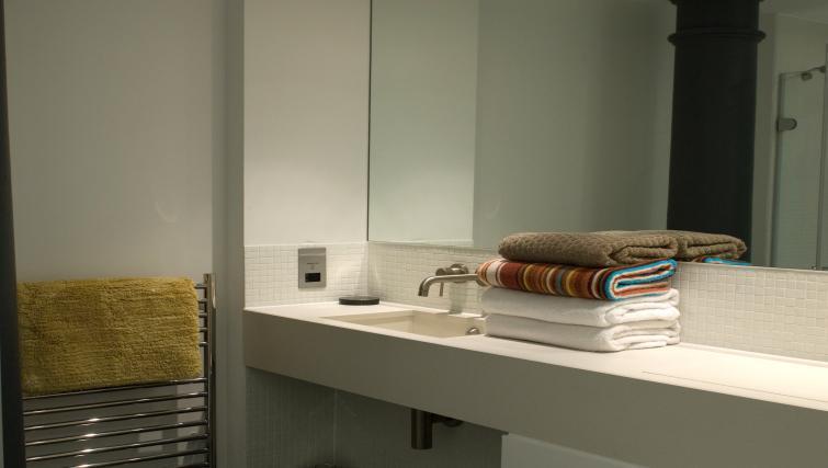 Bathroom at Drakes Wharf Apartments