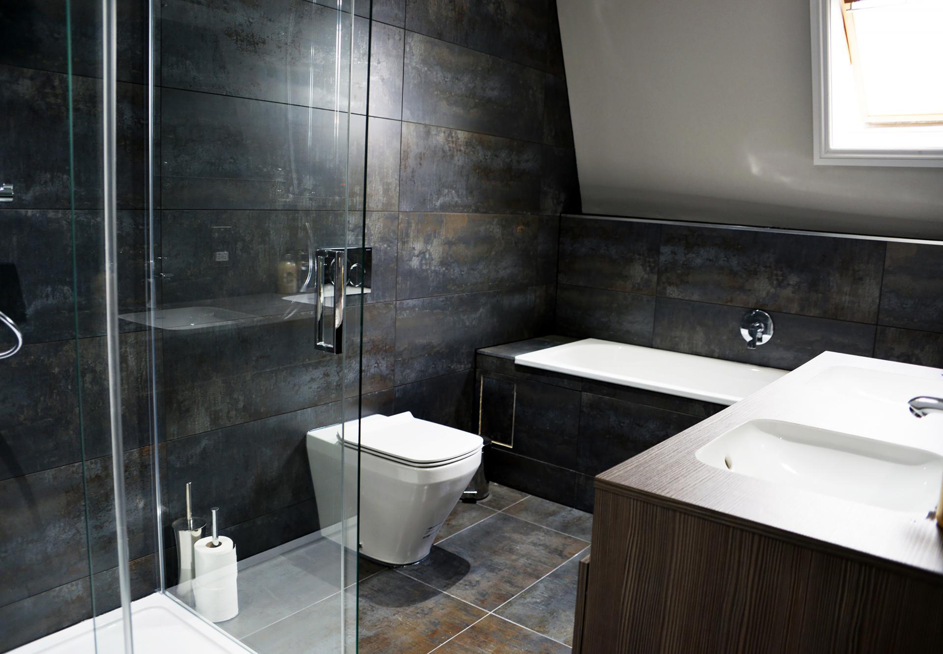 Modern bathroom at Elliot Terrace Apartments, Centre, Plymouth