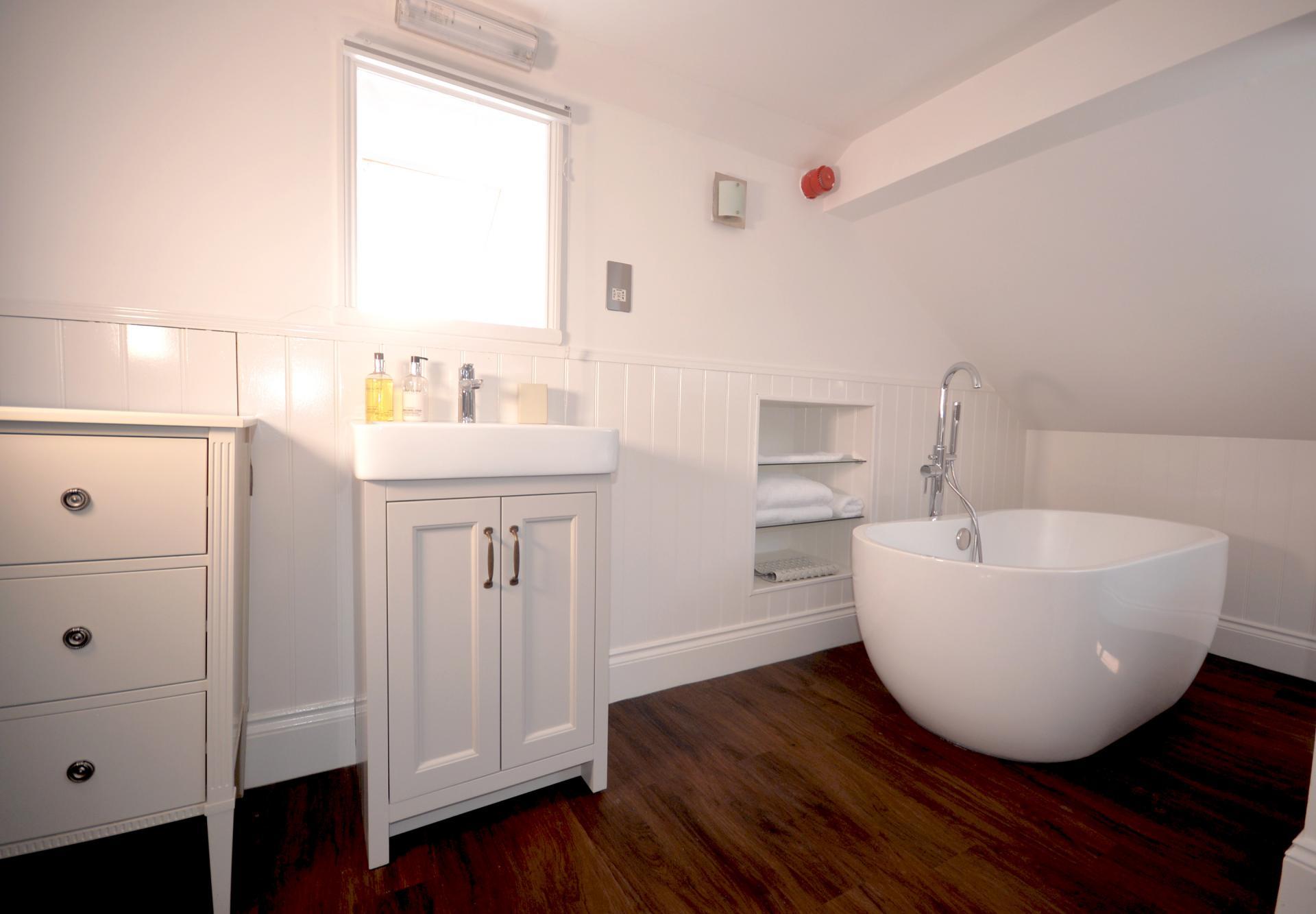 Bath at Elliot Terrace Apartments, Centre, Plymouth