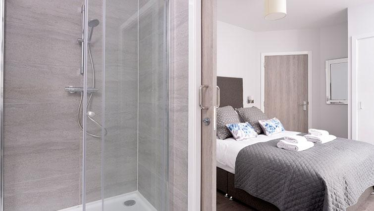 Bedroom with en-suite at Glassford Residence