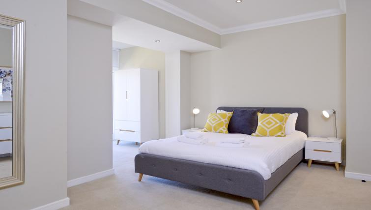 Cosy bed at Thistle Street Apartments