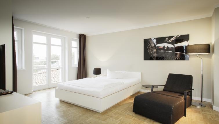 Comfortable bed at Smartments Hamburg Außenalster Apartments