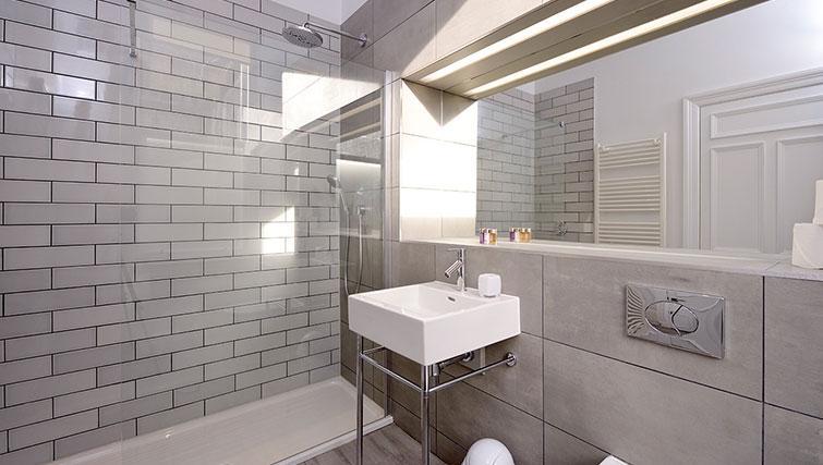 Modern bathroom at Distillers House