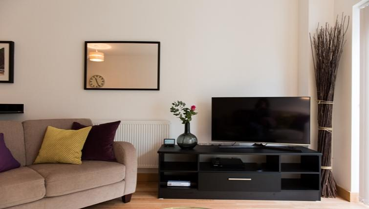 Living area at Flamsteed Close Apartments