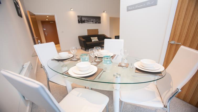 Corporate Serviced Apartments In Swindon - SilverDoor