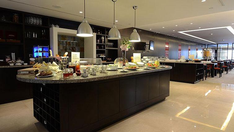 Breakfast area at Staybridge Suites Beirut