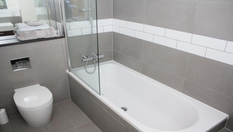 Bath at Broughton Street Lofts
